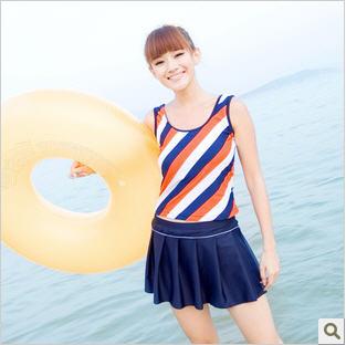 พร้อมส่ง ชุดว่ายน้ำ Tankini เซ็ต 3 ชิ้น สายเสื้อกล้ามสีส้มสลับกรมท่าขาว กระโปรงจับจีบสวยๆ