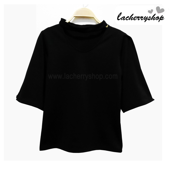 เสื้อแฟชั่น สีดำ แขนสามส่วนเปิดไหล่ แต่งสายรัดคอเก๋ๆ เนื้อผ้า อยู่ทรง ใส่สบาย ไม่ยับง่าย สินค้าคุณภาพ ราคาไม่แพง