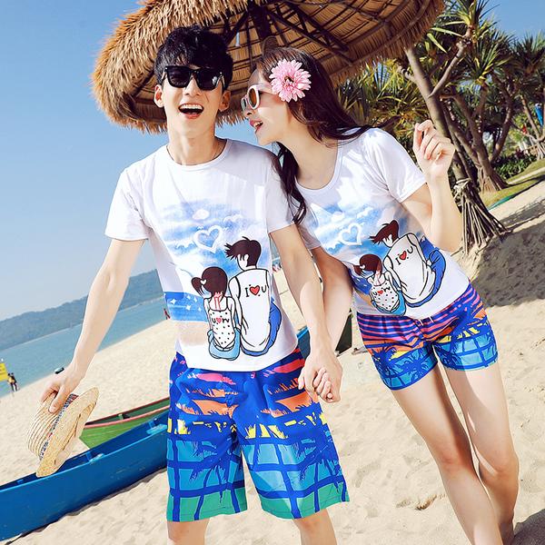เสื้อคู่รัก ชุดคู่รักเที่ยวทะเลชาย +หญิง เสื้อยืดสีขาวลายสวีทริมทะเล กางเกงขาสั้นลายมะพร้าวโทนสีฟ้า +พร้อมส่ง+