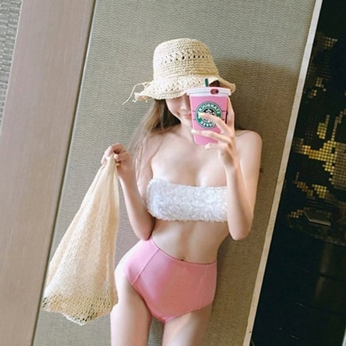 พร้อมส่ง ชุดว่ายน้ำเอวสูง บราเกาะอกแต่งช่อลูกไม้สวยๆ กางเกงสีชมพู