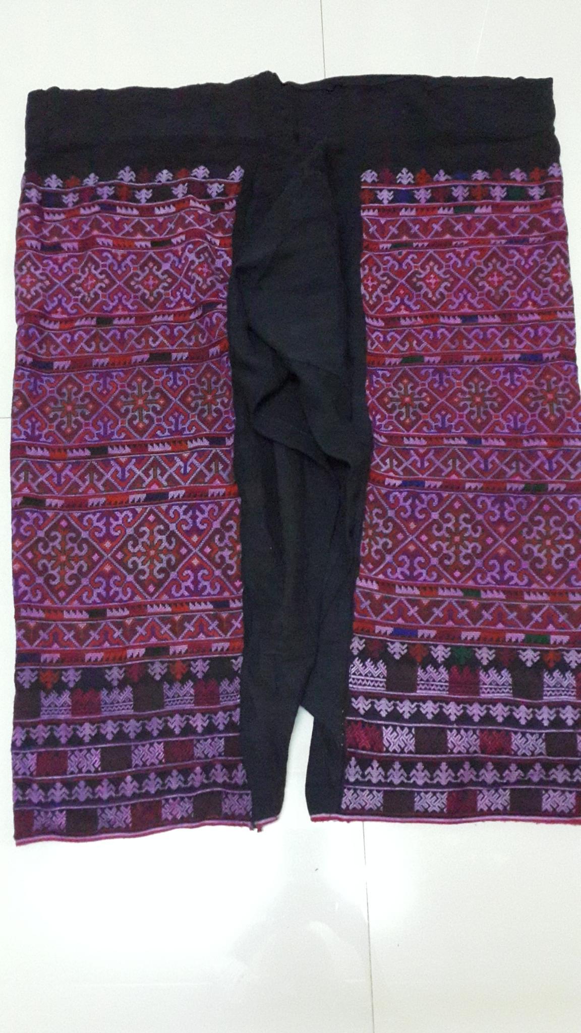 กางเกงผ้าปักสีโทนแดงชมพู ปักละเอียด ผืนเก่า