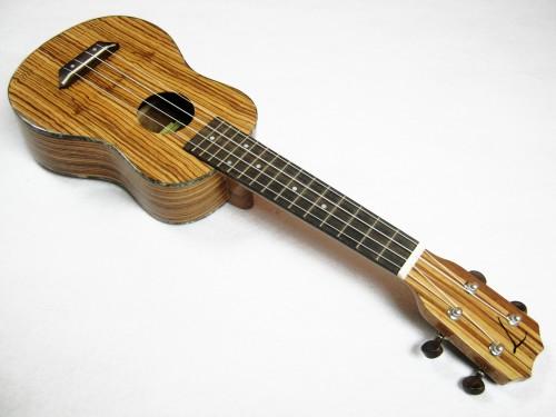 """อูคูเลเล่ Ukulele TOM รุ่น tus-300 (England) Soprano 21"""" ไม้ Zebrawood สาย Aquila แถมกระเป๋า"""