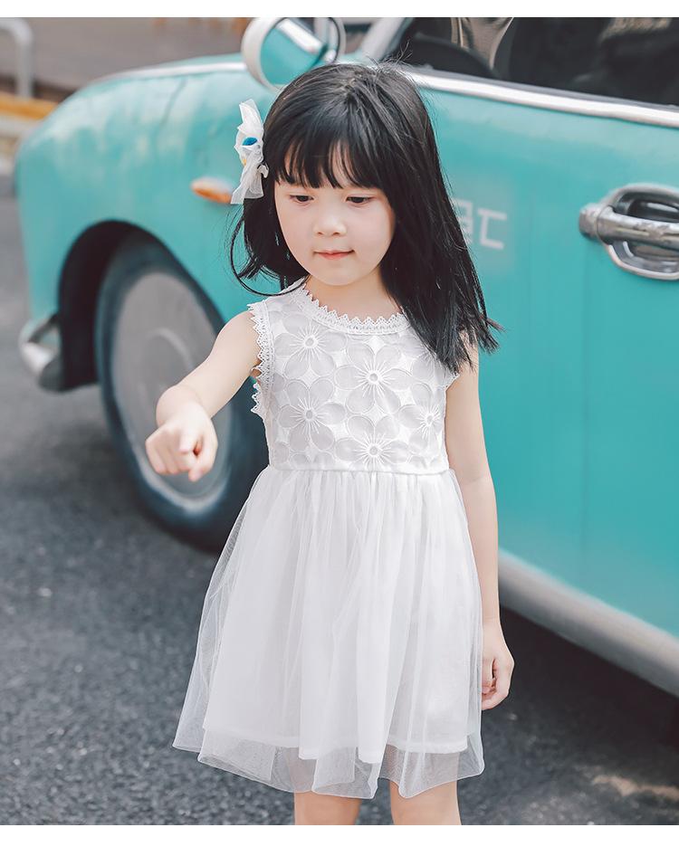 ชุดเดรสสีขาวปักลายดอกไม้ที่หน้าอก [size 2y-3y-4y-5y-6y]