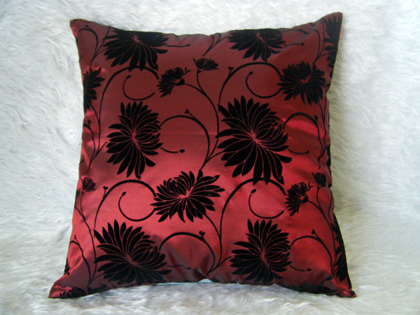 ปลอกหมอนอิงผ้าไหม สีแดงเลือดหมูพิมพ์ลายดอกไม้