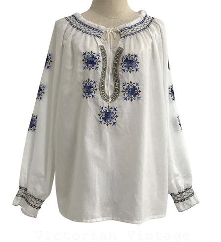 เสื้อวินเทจปักมือ Cross Stitch (MADE IN GREECE)