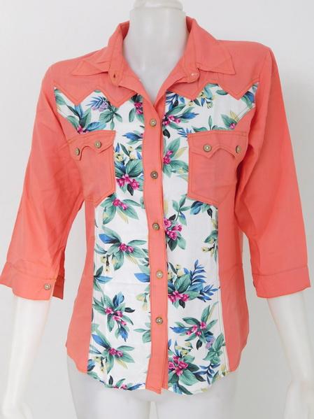 901903 ขายส่งเสื้อผ้าแฟชั่นเสื้อเชิ้ตสีพื้นแต่งลายดอกสวยดูดีค่ะ กระเป๋าหน้า ผ้าเนื้อนิ่มมากค่ะ รอบอก 32-38 นิ้ว ยาว 27 นิ้ว