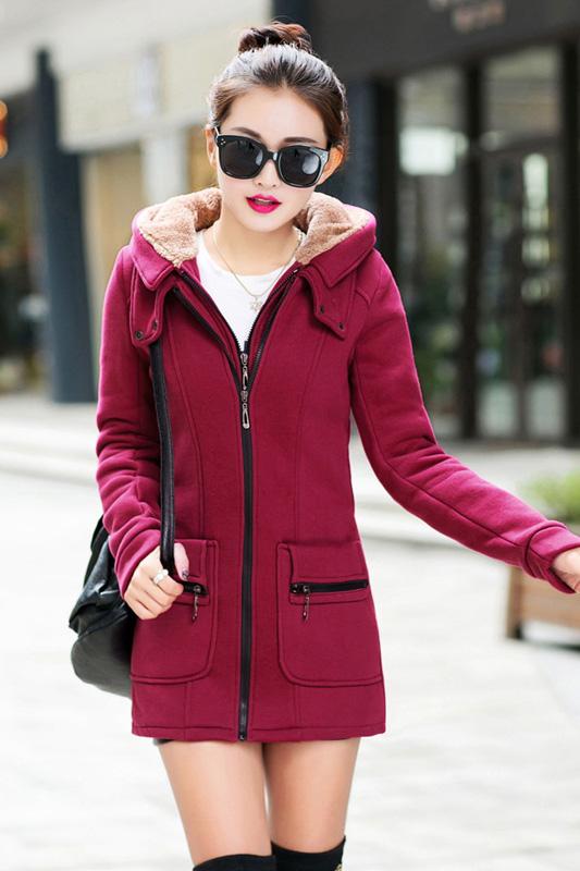 เสื้อกันหนาว พร้อมส่ง สีแดงเข้ม ผ้าฟลีซ เนื้อหนาใส่แล้วอุ่นแน่นอนค่ะ มีซับใน ซิบรูด 2 ชั้น ใช้งานได้สะดวก แต่งฮูท อินเทรนสุดๆ สำหรับหนาวนี้