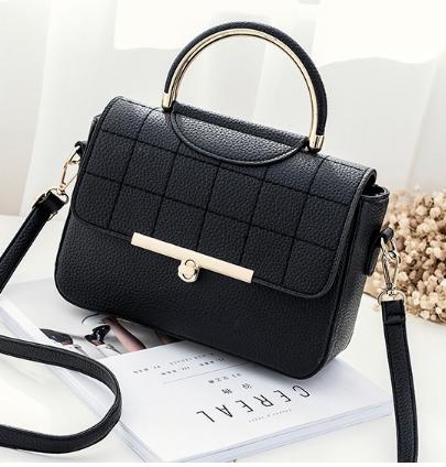 กระเป๋าถือ Rum leather (black)