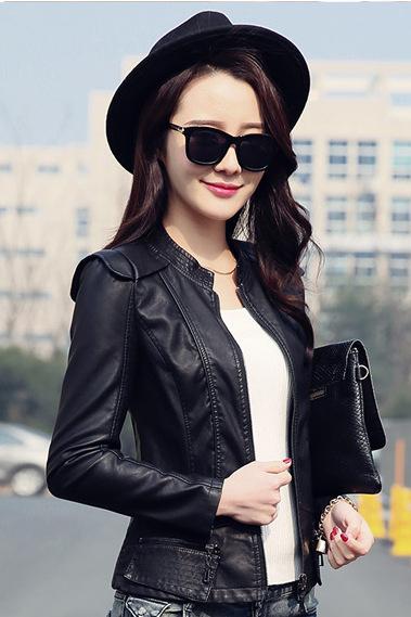 เสื้อแจ็คเก็ต เสื้อหนังแฟชั่น พร้อมส่ง สีดำ หนัง PU คอจีน แขนยาว ดีเทลเย็บตะเข็บตรงหัวไหล่สุดเท่ห์ แต่งกระเป๋าหลอกด้วยซิบรูดเก๋