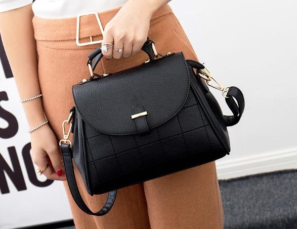 กระเป๋าถือ Alora (สีดำ)