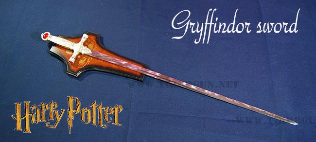 ดาบก็อดดริก กริฟฟินดอร์ จากแฮรี่ พอร์ตเตอร์ มีแป้นสำหรับแขวนผนัง