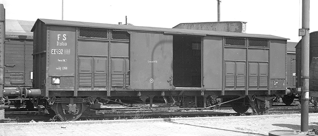 Roco76162 FS closed box car 2 car set