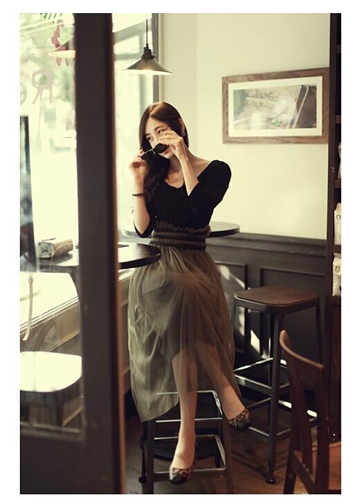 เดรสแฟชั่นเสื้อคอกว้าง+แขนยาวเข้ารูปสีดำตัดต่อผ้ามุ้งช่วงเอวสีเขียวขี้ม้าเข้ม ตามภาพค่ะ