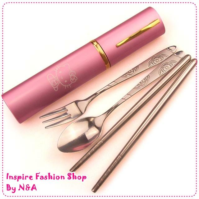 ชุดช้อนส้อมตะเกียบ Hello Kitty สีชมพู Hello Kitty portable dinnerware Set / Pink Travel tableware four sets of portable tableware mini cutlery