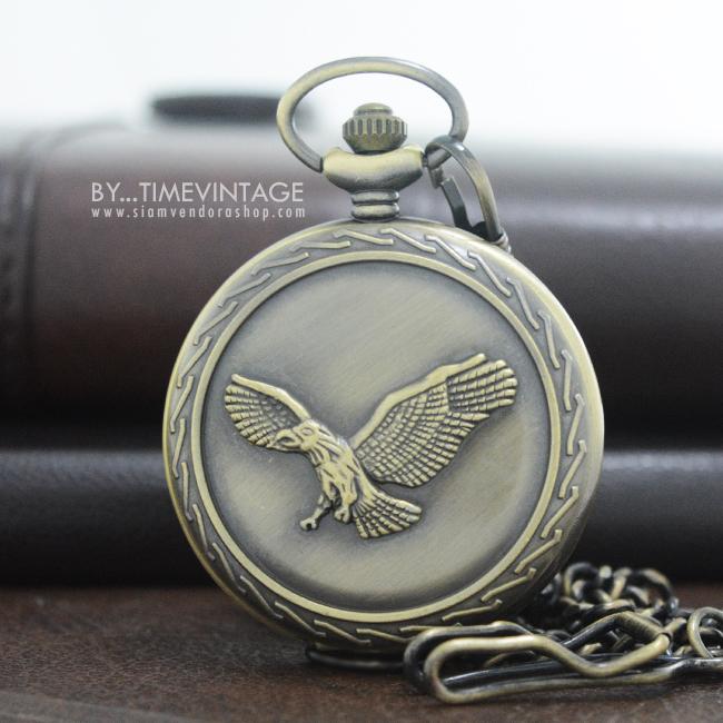 """นาฬิกาพกพาทรงกลมฝาทึบสีทองเหลืองระบบควอทซ์ ลาย""""อินทรีย์"""""""