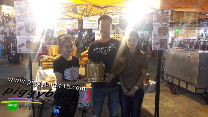 Review รีวิวสินค้า กระปุกถังออมสิน จำหน่ายปลีก-ส่ง จากร้าน piggybank Teakwood ผลิตภัณฑ์ งานแฮนด์เมด (Handmade) เมดอินไทยแลนด์ Made in Thailand เราเป็นโรงงานผลิตโดยตรง ผลิตเอง ขายเอง งานไม้สักทอง 100% คุณภาพและความสวยงามเหนือราคา รับประกันความสวยงามและทนทานสินค้าดีมีคุณภาพ [[ รายละเอียดสินค้า ]] สินค้าแนะนำจากทางร้าน piggybank Teakwood กระปุกถังออมสินไม้สักทอง ถังออมสินไม้สักทอง มีหลากหลายรูปแบบให้เลือก ในการเก็บออม ออมเงิน ทั้ง ใบเล็กและใบใหญ่แบบต่างๆ กระปุกถังออมสินทรงกระบอก(กลม),กระปุกถังออมสินทรงกำปั่น(หีบสมบัติ) กระปุกถังออมสินทรงวงรี(รูปไข่),กระปุกถังออมสินทรงหัวใจ(หัวใจ) ทางร้านเน้น ลายไม้,ตาไม้ ตามธรรมชาติ สวยงาม ที่สำคัญ