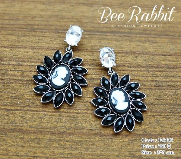 ต่างหูระย้า Vintage Earrings คริสตัลใส ประดับพลอยสีดำ