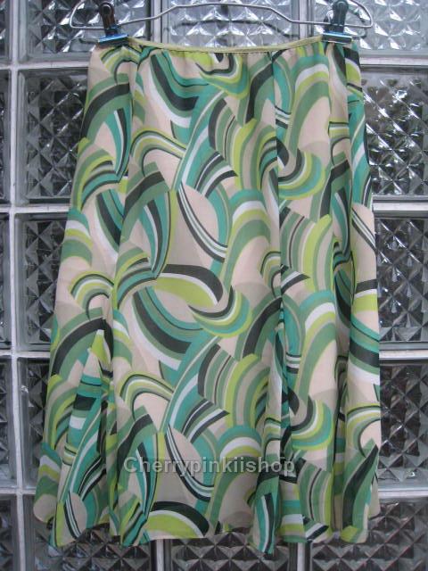 กระโปรงแฟชั่นสีเขียว ลวดลายสวย ชายกระโปรงมีระบาย ผ้าพริ้วใส่สบาย ยี่ห้อ armoire caprice Made in Japan