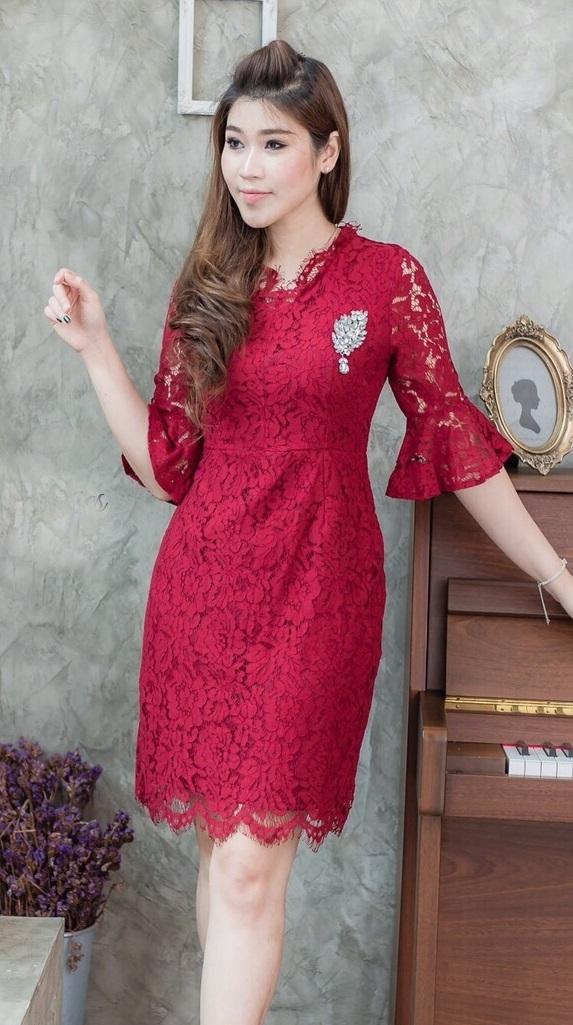 (Size L) ชุดไปงานแต่งงาน ชุดไปงานแต่งสีแดง ลูกไม้คอวีแขนระบาย ชุดนี้ทางร้านใช้ลูกไม้ฝรั่งเศสอย่างดีสั่งทำพิเศษ