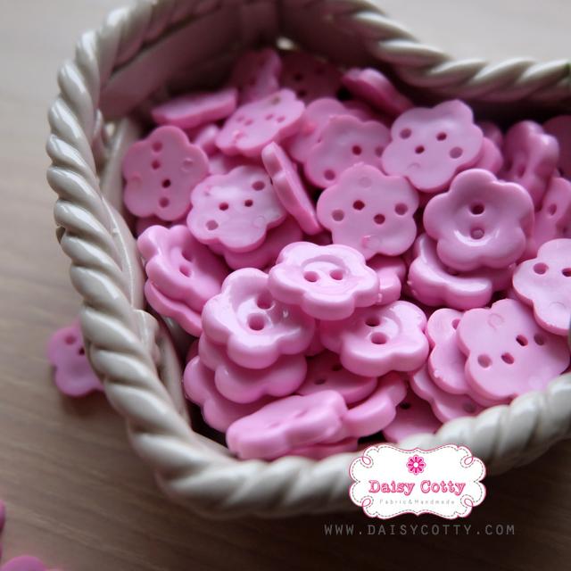 กระดุมลายดอกไม้สีชมพูอ่อน ขนาด 1.5 ซม. จำนวน 12 เม็ด(1โหล)