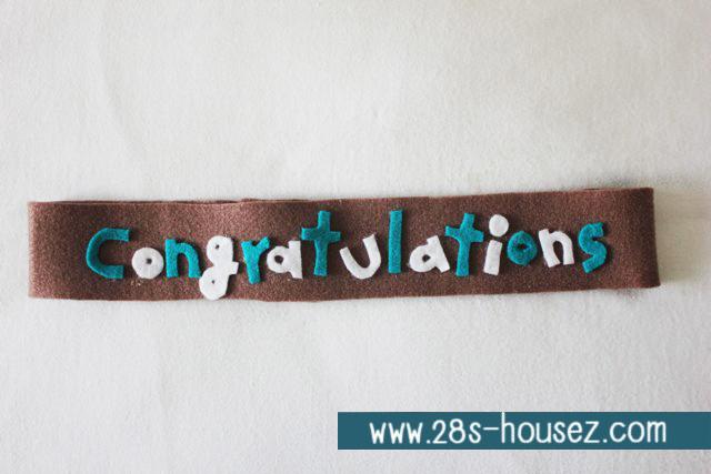 สายผ้าคาด ผ้าห่มม้วนตุ๊กตา วันรับปริญญา (Congratulations) สีน้ำตาล ## พร้อมส่งค่ะ ##
