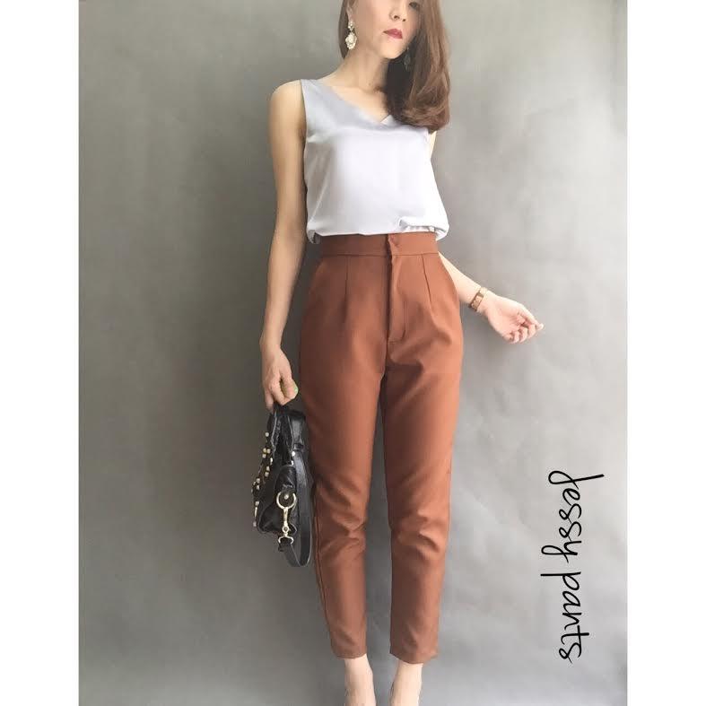 หมดค่ะ:Jessy Pants กางเกงขา 5 ส่วนใส่ทำงานสวยมากค่ะ เอวกลางซิปหน้ากระดุมซ่อน กระเป๋าข้างผ้าหนา ทรงสวย งานตัดเนี๊ยบ ใส่เที่ยว ได้หลายโอกาสเลยค่ะ