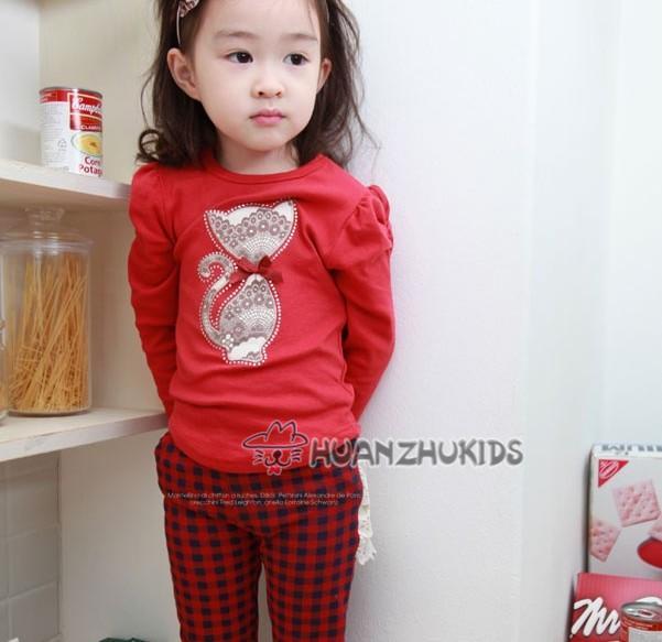 Huanzhu kids ชุดแฟชั่นเด็ก 2 ชิ้น เสื้อสีแดง ลายแมว+ กางเกงลายสก็อต น่ารักสไตล์เกาหลี