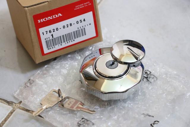 ฝาถังน้ำมัน แบบมีกุญแจล็อค Honda C92 C95 แท้ ใหม่