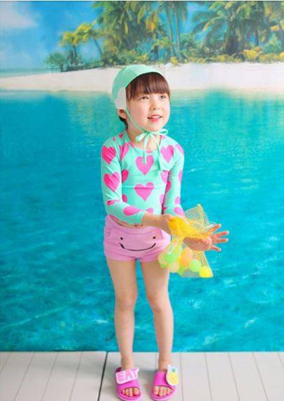 ชุดว่ายน้ำ แขนยาวรูปหัวใจ กางเกงขาสั้นสีชมพู