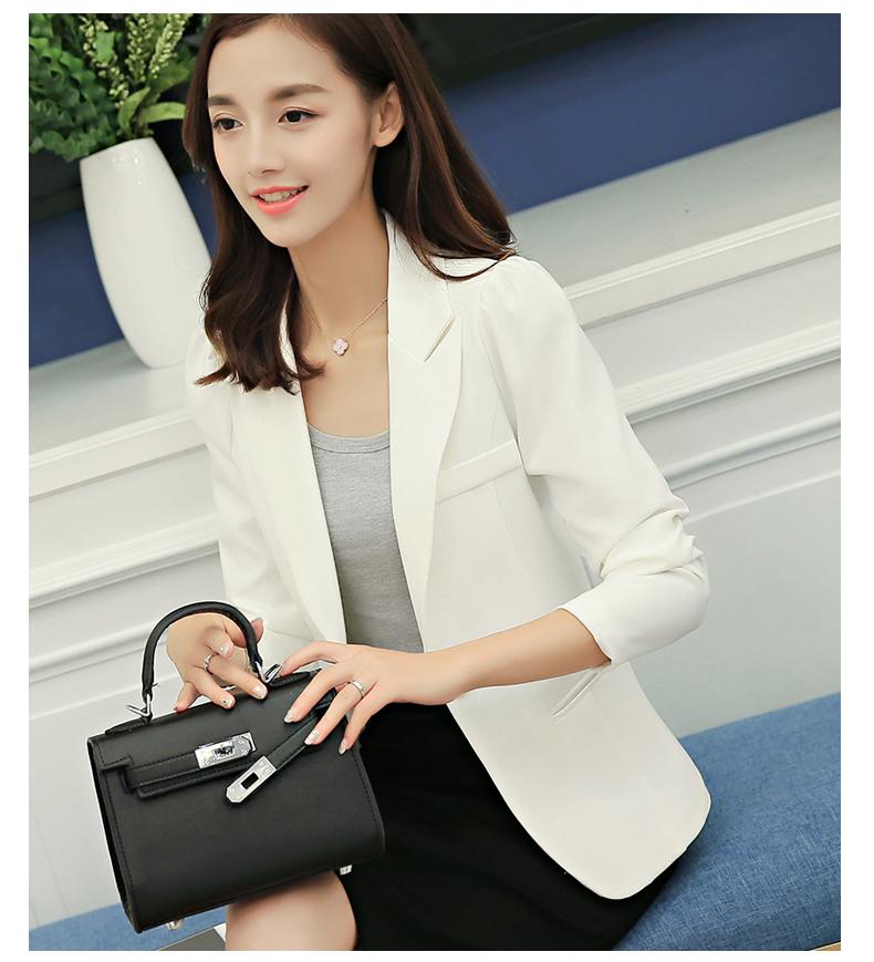 เสื้อสูทอย่างดี มีซับในซ่อนตะเข็บ แต่งกระเป๋าหน้าอก R8028 สีขาว