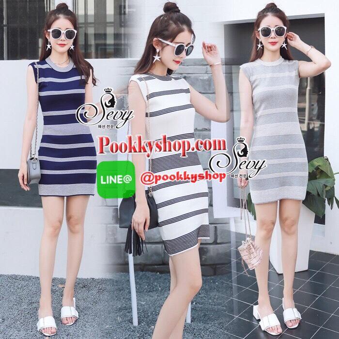 HOT ITEM มาเพิ่มครบสีแล้วค่ะ Sevy Round Neck Sleeveless Strips Knit Minimal Mini Dress Type: Mini Dress Fabric: Knit ผ้า ไหมพรม Detail: ชุด Dress ทรงเข้ารูปลายขวาง เนื้อผ้าสวยงานเย็บละเอียด มีให้เลือกสามสีจ้า ขาว/เทา/กรม จ้า ดีเทลแขนกุด คอกลม ทรงเข้ารูปผ้