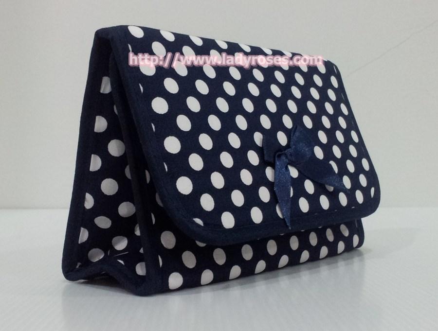 กระเป๋าเครื่องสำอางค์ นารายา ผ้าคอตตอน ลายจุด พื้นสีน้ำเงิน จุดสีขาว มีกระจกในตัว Size L (กระเป๋านารายา กระเป๋าผ้า NaRaYa)