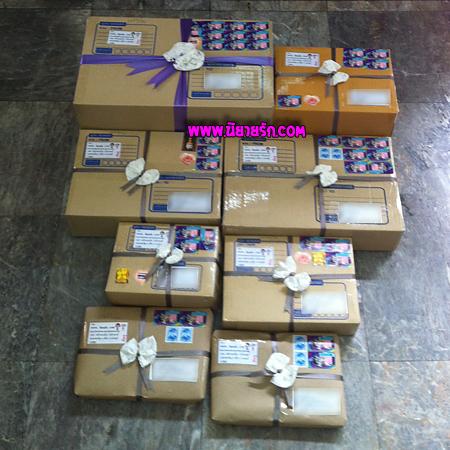 กล่องใส่นิยายส่งลูกค้ามีทั้ง นิยายสืบสวน นิยายแวมไพร์ และนิยายรักโรแมนติก