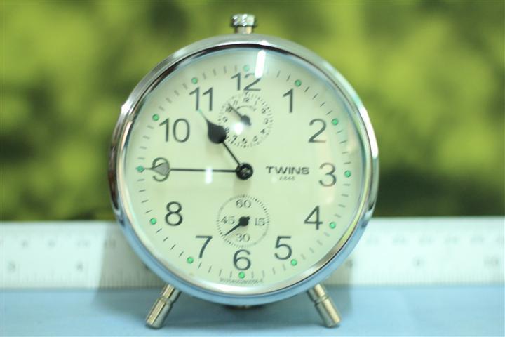 T0649 นาฬิกาปลุกเยอรมันโบราณ Twins ส่ง EMS ฟรี
