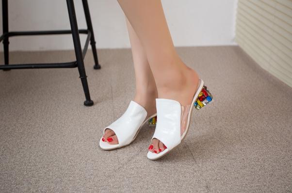 Pre Order - รองเท้าแฟชั่น ส้นสูง 1 นิ้ว หนัง PU สไตล์เรียบง่าย สี : สีขาว / สีม่วง