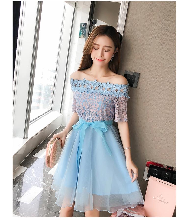 ชุดเดรสออกงาน ตัวเสื้อผ้าลูกไม้ ลายดอกไม้สีชมพู ซับในด้วยผ้าสีฟ้า ไหล่ป้าน