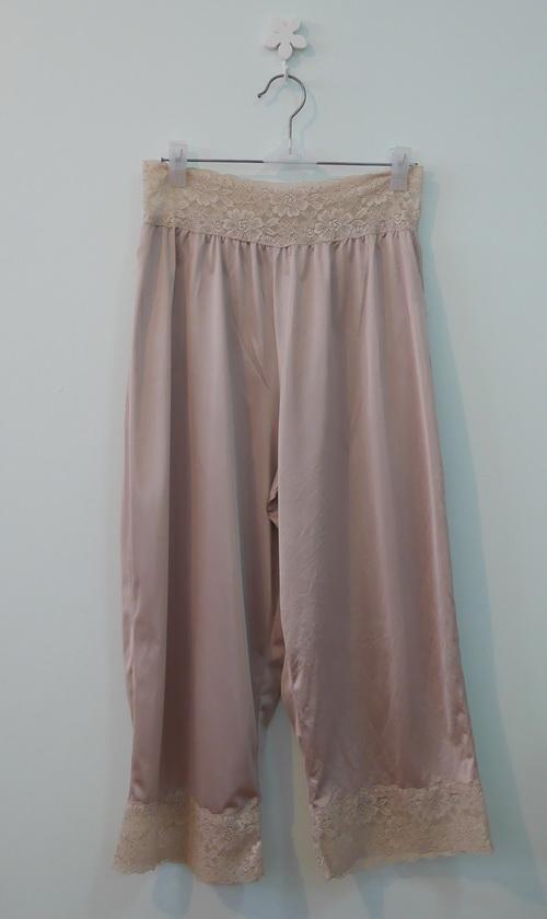 jp3854 กางเกงซับใน ผ้าไนลอนสีเนื้อแต่งผ้าลูกไม้ รอบเอว 26-30 นิ้ว