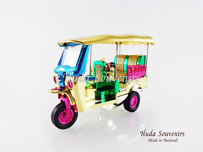 ของที่ระลึก รถตุ๊กตุ๊กจำลอง สีมิกส์คัลเลอร์ ไซส์กลาง (M) สินค้าบรรจุในกล่องมาให้เรียบร้อย สินค้าพร้อมส่ง