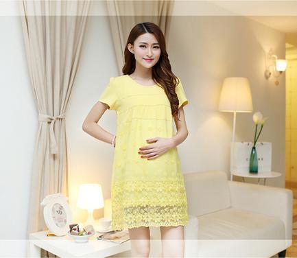 Dressกระโปรงผ้า2ชิ้นติดกัน ด้านบนเป็นผ้ายืดสีเหลืองแขนสั้น ด้านล่างเป็นผ้าชีฟองสีเหลืองปักลายดอกไม้ เนื้อผ้านิ่มใส่สบายมากคะ