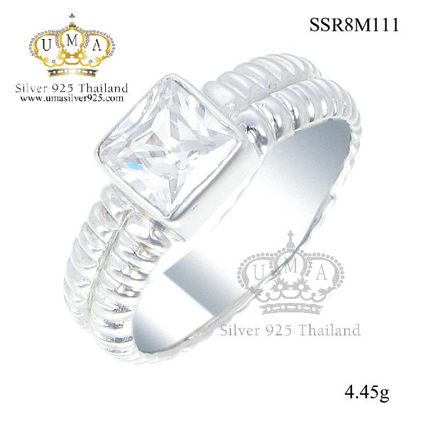 แหวนเงิน ประดับเพชร CZ แหวนเพชรทรงสี่เหลี่ยม ก้านแหวนฉลุร่องรอบวง ดีไซน์น่ารักสุดชิค เพิ่มความคลาสสิค หวานแอบซ่อนเปรี้ยว เรียบหรูดี ใส่ได้ทุกโอกาสเลย