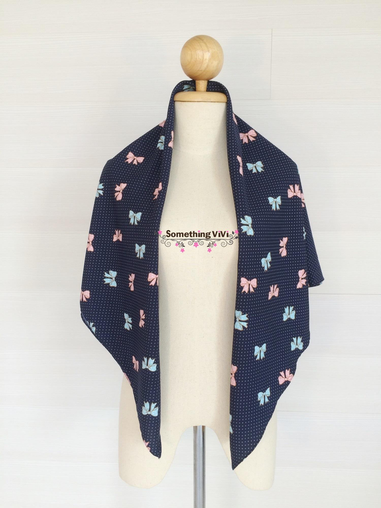 ผ้าพันคอ/ผ้าคลุมไหล่/ผ้าคลุมให้นม รุ่น Bowtie and Polka dots (Size L) สี Royal Blue ผ้าพันคอลายโบว์สลับจุดน่ารักมาก มุ้งมิ้งสุดๆ มาอัพไอเทมให้ตัวเองกันค่ะ ถึงสีจะทึบแต่ก็สวยไม่เบาเลยนะคะ กำลังฟรุ้งฟริ้ง สดใสไปอีก พร้อมกล่อง/ซองแพคเกจอย่างดี ของขวัญ/ของฝาก