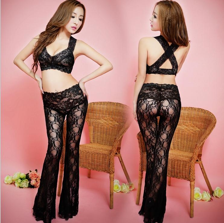 ชุดนอนเซ็กซี่ทูพีช ลูกไม้ซีทรูดำ ท่อนบนเสื้อตัวสั้น หลังไขว้ พร้อมกางเกงเอวสูงขาบาน