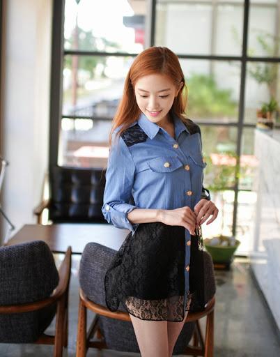 Sweet Blue Shirt เสื้อตัวยาว สีฟ้า ตัดต่อผ้าลูกไม้ช่วงหลังและกระโปรง